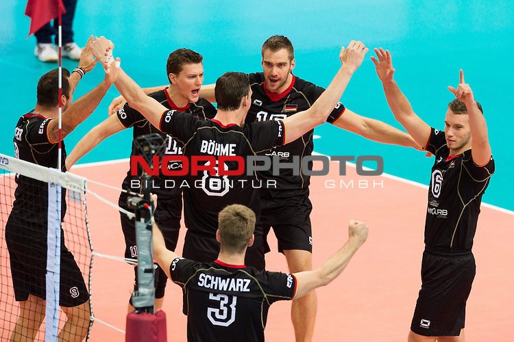 07.09.2014, Spodek, Kattowitz<br /> Volleyball, FIVB Volleyball Men`s World Championship 2014, Deutschland (GER) vs. Korea (KOR)<br /> <br /> Jubel Georg / Gy&ouml;rgy / Gyoergy Grozer (#9 GER), Lukas Kampa (#11 GER), Marcus B&ouml;hme / Boehme (#8 GER), Sebastian Schwarz (#3 GER), Tim Broshog (#15 GER), Denis Kaliberda (#6 GER)<br /> <br />   Foto &copy; nordphoto / Kurth