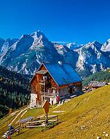 Oesterreich, Tirol, oberhalb Pertisau: Plumsjoch-Huette und Karwendelgebirge | Austria, Tyrol, above Pertisau: Plumsjoch-hut and Karwendel mountains