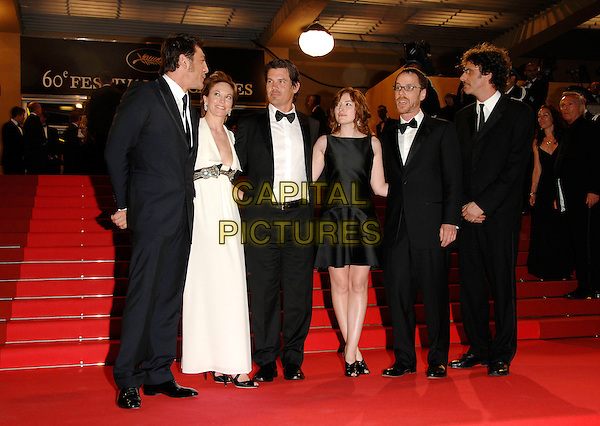 "JAVIER BARDEM, DIANE LANE, JOSH BROLIN, KELLY MacDONALD & GUESTS.""No Country for Old Men"" screening, during the.60th International Cannes Film Festival,.Cannes, France, May 19th 2007..full length black white maxi long dress suits tuxedos.CAP/PL.©Phil Loftus/Capital Pictures"