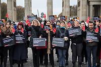"""Prof. Dr. Kristina Wolff, Initiatorin der """"Petition SaveXX – Stoppt das Toeten von Frauen"""" (3.vl. im Bild) organisierte am Mittwoch den 13. November 2019 in Zusammenarbeit der Frauenrechtsorganisation """"Terre des femmes"""" eine Kundgebung zum Gedenken an ueber 140 in Deutschland ermordete Frauen im Jahr 2019. Sie forderte die Bundesregierung zu konsequenterem Handeln auf und haerter gegen toedliche Gewalt gegen Frauen vorzugehen.<br /> Als """"Stoppzeichen"""" hielten die Teilnehmerinnen rot bemalte Haende hoch.<br /> 13.11.2019, Berlin<br /> Copyright: Christian-Ditsch.de<br /> [Inhaltsveraendernde Manipulation des Fotos nur nach ausdruecklicher Genehmigung des Fotografen. Vereinbarungen ueber Abtretung von Persoenlichkeitsrechten/Model Release der abgebildeten Person/Personen liegen nicht vor. NO MODEL RELEASE! Nur fuer Redaktionelle Zwecke. Don't publish without copyright Christian-Ditsch.de, Veroeffentlichung nur mit Fotografennennung, sowie gegen Honorar, MwSt. und Beleg. Konto: I N G - D i B a, IBAN DE58500105175400192269, BIC INGDDEFFXXX, Kontakt: post@christian-ditsch.de<br /> Bei der Bearbeitung der Dateiinformationen darf die Urheberkennzeichnung in den EXIF- und  IPTC-Daten nicht entfernt werden, diese sind in digitalen Medien nach §95c UrhG rechtlich geschuetzt. Der Urhebervermerk wird gemaess §13 UrhG verlangt.]"""
