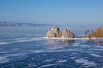 Holy rocks of Khoujir on Olkhon island where the bouriatis chaman come to prey..Les side cars russes Oural sont très difficile à démarrer, mais ne s'arrête jamais ensuite. balade devant les rochers sacrés de Khoujir sur l'île d'Olkhon.