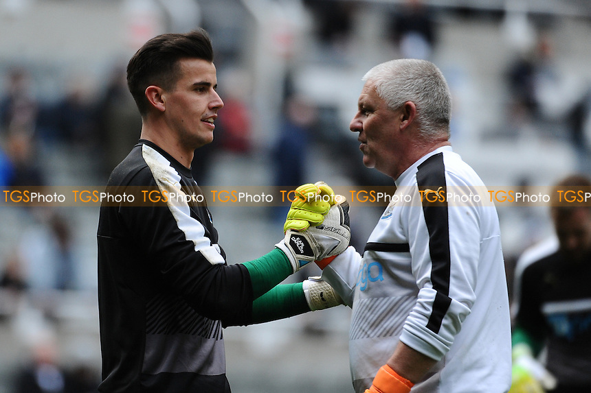 Karl Darlow of Newcastle United embraces Goalkeeping coach Simon Smith before kick off during Newcastle United vs Bristol City, Sky Bet EFL Championship Football at St. James' Park on 25th February 2017