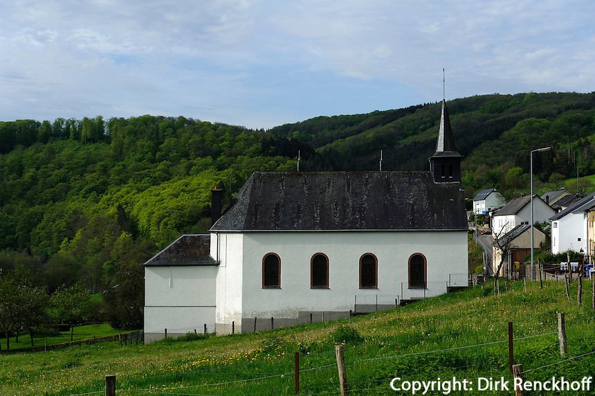 Kirche in Rodershausen im Tal der Our, Luxemburg