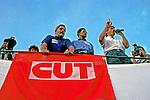 Assembléia dos trabalhadores demitidos durante a greve dos metalúrgicos do ABC na fábrica da Ford. São Bernardo. São Paulo. 1999. Foto de Juca Martins.