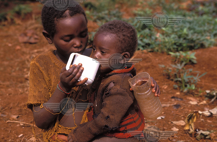 © Giacomo Pirozzi / Panos Pictures..BURUNDI..Internally-displaced people. Child looking after his younger sibling.
