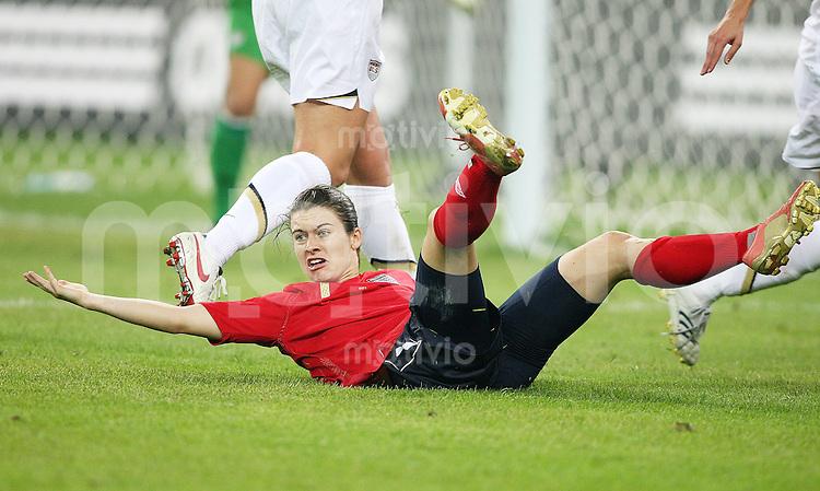 Fussball International Frauen WM China 2007 - Vietelfinale USA - England Karen Carney (ENG) am boden