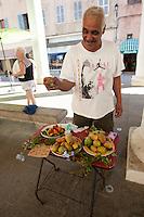 Echter Feigenkaktus, frische Früchte werden auf einem Markt, Marktstand in Frankreich, Korsika zum Kauf angeboten. Kaktusfeige, Feigen-Kaktus, Kaktus-Feige, essbare Frucht, Früchte, Opuntien, Kaktus, Kakteen, Opuntia ficus-indica, Opuntia ficus indica, Opuntia ficus-barbarica, Indian fig opuntia, barbary fig, cactus pear, prickly pear, Prickley pear, cactus