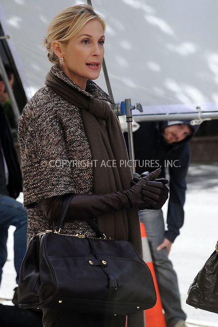 WWW.ACEPIXS.COM . . . . . ....October 14 2009, New York City....Actress Kelly Rutherford on the set of the TV show 'Gossip Girl' on October 14 2009 in NewYork City....Please byline: KRISTIN CALLAHAN - ACEPIXS.COM.. . . . . . ..Ace Pictures, Inc:  ..tel: (212) 243 8787 or (646) 769 0430..e-mail: info@acepixs.com..web: http://www.acepixs.com