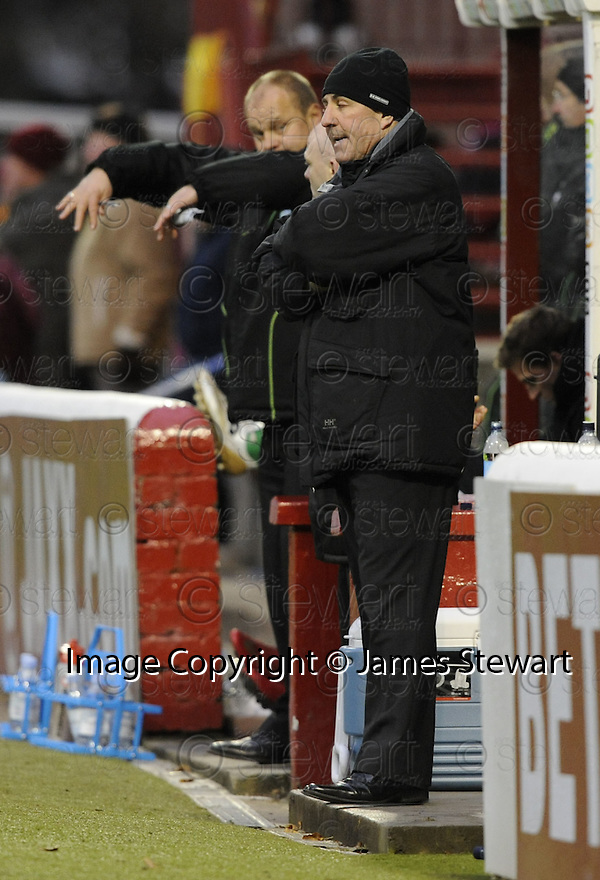 22/11/2008  Copyright Pic: James Stewart.File Name : sct_jspa23_motherwell_v_hibernian.MOTHERWELL MANAGER MARK MCGHEE LOOKS DIGUSTED AT ANOTHER REFERRING DECISION AS HIBS MANAGER MIXU PAATELAINEN OFFER AN EXPLANATION....James Stewart Photo Agency 19 Carronlea Drive, Falkirk. FK2 8DN      Vat Reg No. 607 6932 25.Studio      : +44 (0)1324 611191 .Mobile      : +44 (0)7721 416997.E-mail  :  jim@jspa.co.uk.If you require further information then contact Jim Stewart on any of the numbers above.........