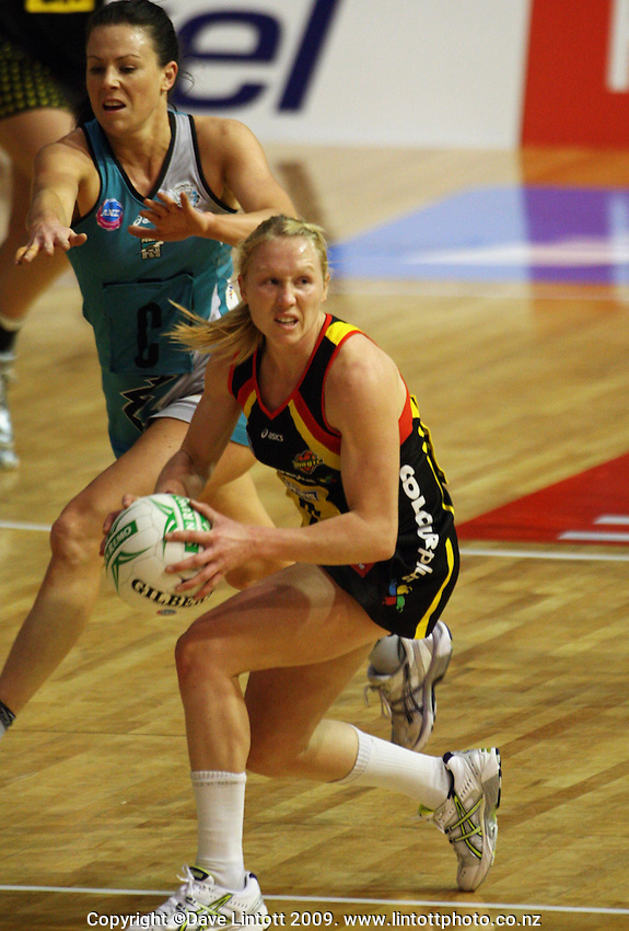Magic centre Laura Langman looks for support as she is pressured by Natalie Von Bertouch during the ANZ Netball Championship match between the Waikato Bay of Plenty Magic and Adelaide Thunderbirds, Mystery Creek Events Centre, Hamilton, New Zealand on Sunday 19 July 2009. Photo: Dave Lintott / lintottphoto.co.nz