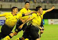 BARRANCABERMEJA - COLOMBIA, 31-10-2017:  Roger Torres (Der) jugador de Alianza Petrolera celebra el segundo gol de su equipo anotado a Deportivo Cali durante encuentro fecha 18 de la Liga Aguila II 2017 disputado en el estadio Daniel Villa Zapata de la ciudad de Barrancabermeja.  / Roger Torres (R) player of Alianza Petrolera celebrates after scoring the second goal of his team to Deportivo Cali during match for the date 18 of the Aguila League II 2017 played at Daniel Villa Zapata stadium in Barrancabermeja city. Photo: VizzorImage / Jose Martinez / Cont