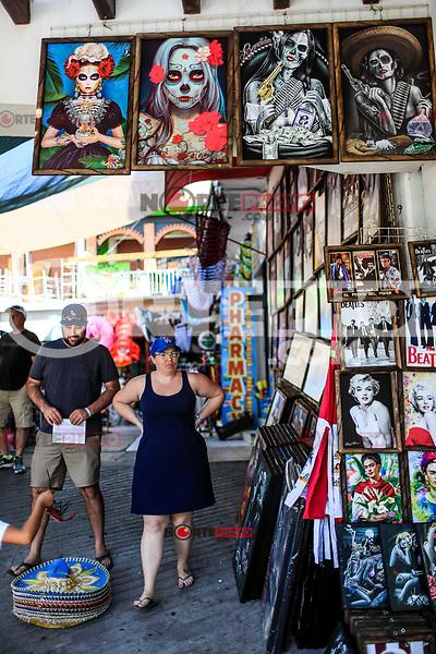 Puerto Peñasco, Sonora, October 20, 2017.-<br /> The sale of Artesanías, artesidades mexicanas is an economic activity in Puerto Peñasco, Sonora, Mexico.<br /> <br /> Puerto Peñasco, Sonora, 20 de octubre de 2017.- <br /> La venta de Artesanías, manualidades  mexicanas es una actividad economica en  Puerto Peñasco, Sonora, Mexico. <br /> <br /> <br /> (Foto: Luis Gutierrez /NortePhoto.com)