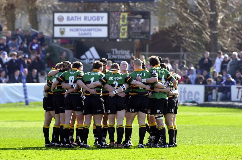 Photo: Greig Cowie.Zurich Premiership. Bath v Northampton. 15/03/2003.The Northampton players put their heads together