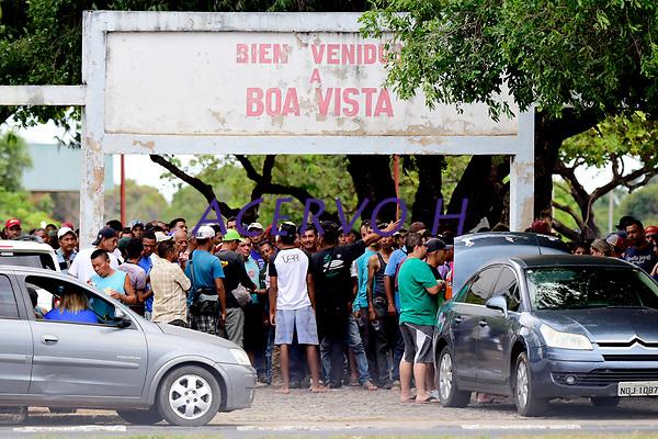 Cerca de 300 venezuelanos estao acampados na praca Simon Bolivar, zona Sul de Boa Vista, capital de Roraima. De acordo com dados da prefeitura, 40 mil imigrantes estao vivendo na cidade, representando mais de 10% de sua populacao de 330.000 habitantes.<br />&copy;Jorge Macedo<br />13/02/2018