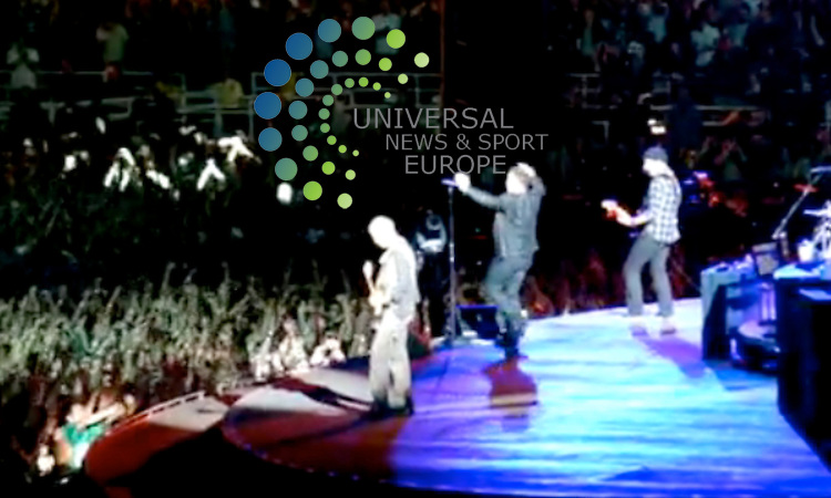 "Irish rock group U2 have broadcast an entire live show via the video sharing website YouTube. Although 96,000 people turned up to see the show at the Pasadena Rose Bowl in California, many times that number were expected to have watched it online. As he took to the stage, lead singer Bono said: ""Thank you Los Angeles. Thanks to everyone watching on YouTube all over the world - seven continents."" .Picture 21 October 2009: Universal News and Sport (Scotland)..All pictures must be credited to  www.universalnewsandsport.com.(0ffice) 0844 884 51 22."