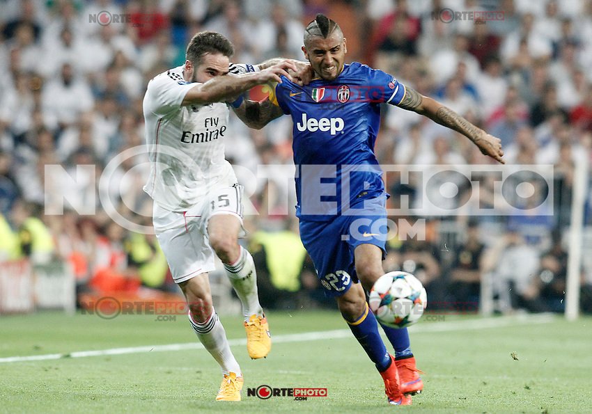 Real Madrid's Daniel Carvajal (l) and Juventus' Arturo Vidal during Champions League 2014/2015 Semi-finals 2nd leg match.May 13,2015. (ALTERPHOTOS/Acero) /NortePhoto.COM