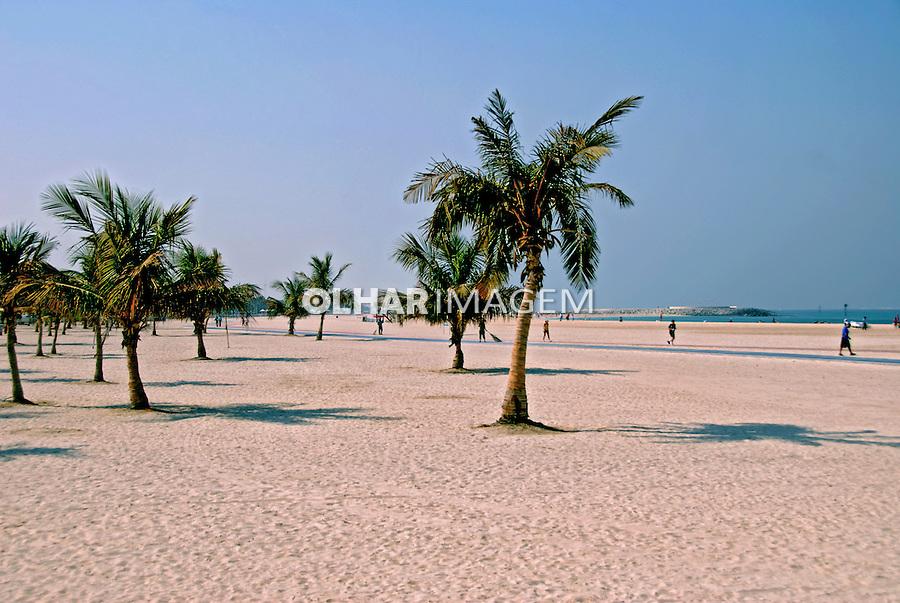 Praia na cidade de Dubai. Emirados Arabes Unidos. 2009. Foto de Thaïs Falcão.