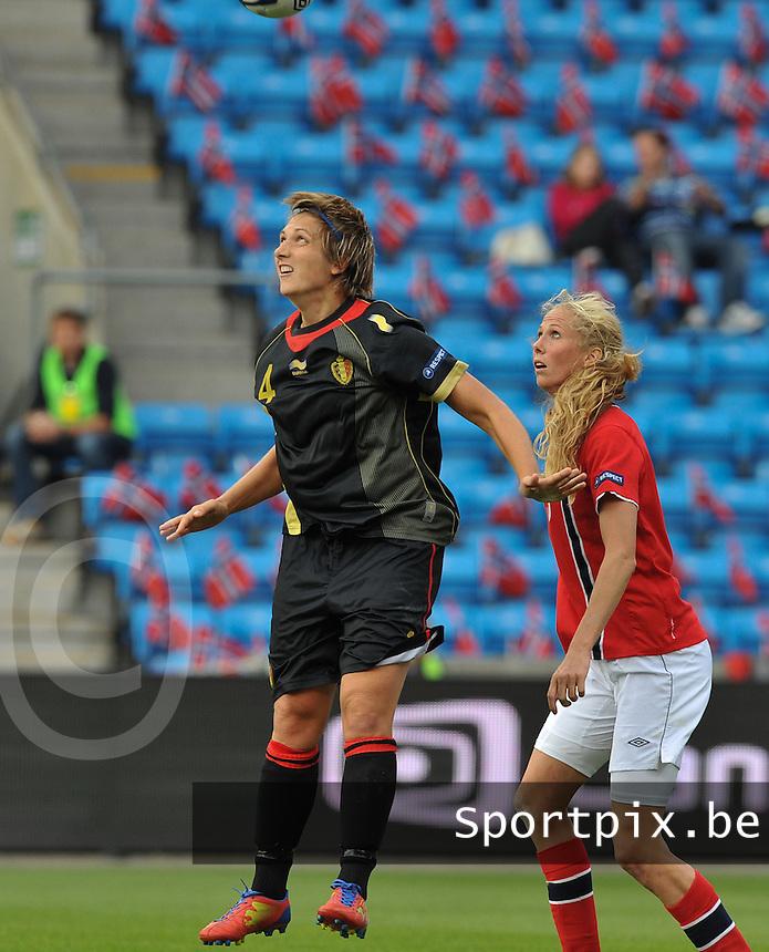Norway : UEFA Women's Euro Qualifying group stage (Group 3) - 15/09/2012  - Oslo - Ullevaal Stadion : Norway  (Noorwegen) - BELGIUM ( Belgie) : Maud Coutereels voor Marit Christensen.foto DAVID CATRY / Vrouwenteam.be
