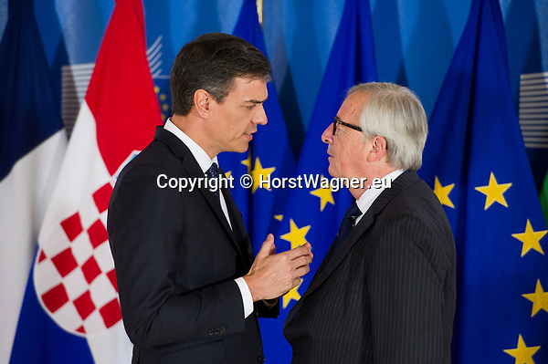Belgium, Brussels - June 24, 2018 -- Informal working meeting on migration and asylum issues convened by Jean-Claude JUNCKER (ri), President of the European Commission, here welcoming Pedro SÁNCHEZ PÉREZ-CASTEJON (le), Prime Minister of Spain -- Photo © HorstWagner.eu
