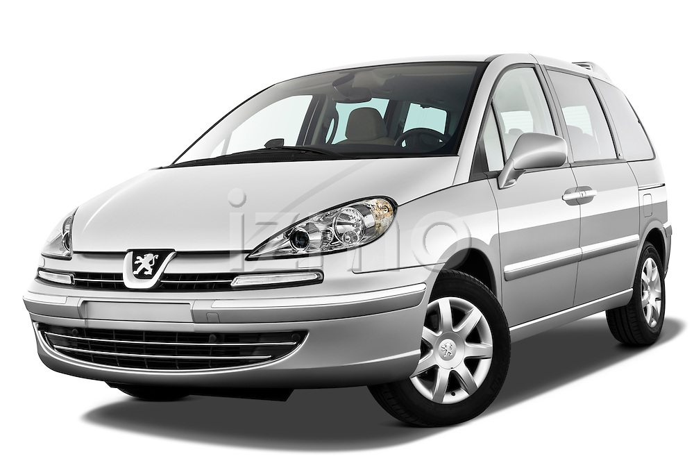 Low aggressive front three quarter view of a 2011 Peugeot 807 SV Executive Minivan Stock Photo