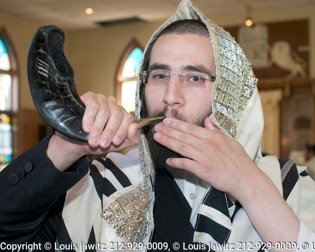 Rosh HaShanah, practice, blowing,shofar ,woodbourne,hasid, jew, portrait, horizontal,