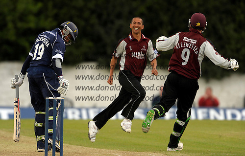Scottish Saltires V Somerset Sabres, Friends Provident Trophy, Grange CC, Edinburgh - Alfonso Thomas (centre) takes the wicket of Saltires Sean Weeraratna caught and bowled first ball, returning match figures of 4 for 22 for the Somerset Sabres bowler - Picture by Donald MacLeod - 20 May 2009