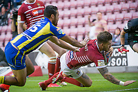 Picture by Allan McKenzie/SWpix.com - 13/07/2017 - Rugby League - Betfred Super League - Wigan Warriors v Warrington Wolves - DW Stadium, Wigan, England - Warrington's Peta Hiku is unable to stop Wigan's Oliver Gildart from scoring a try.