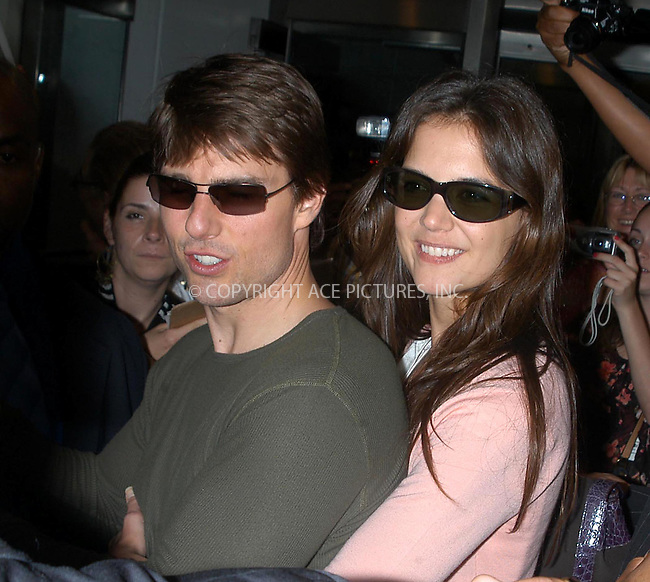 tom cruise-katie holmes greet fans at cbs studio.  bocklet