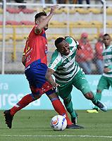 BOGOTÁ -COLOMBIA, 12-08-2018: Carlos Peralta (Der) de La Equidad disputa el balón con Jose Julian de la Cuesta (Izq) de Deportivo Pasto durante partido por la fecha 4 de la Liga Águila II 2018 jugado en el estadio Metropolitano de Techo de la ciudad de Bogotá. / Carlos Peralta (R) player of La Equidad fights for the ball with Jose Julian de la Cuesta (L) player of Deportivo Pasto during match for the date 4 of the Aguila League II 2018 played at Metropolitano de Techo stadium in Bogotá city. Photo: VizzorImage/ Gabriel Aponte / Staff
