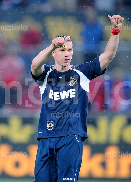 Fussball    Testspiel 1.FC Koeln - FC Bayern Muenchen       24.07.2009  1.FC Koeln - FC Bayern Muenchen  Lukas PODOLSKI (Koeln) bedankt sich bei den Fans.