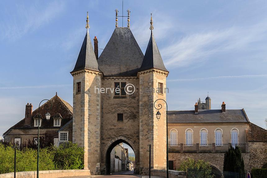 France, Yonne (89), Villeneuve-sur-Yonne, la Porte de Joigny  // France, Yonne, Villeneuve-sur-Yonne, the Porte de Joigny