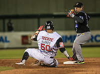 Acciones, durante el tercer juego de la Serie entre Tomateros de Culiacán vs Naranjeros de Hermosillo en el Estadio Sonora. Segunda vuelta de la Liga Mexicana del Pacifico (LMP) **26Dici2015.<br /> **CreditoFoto:LuisGutierrez<br /> **<br /> Shares during the third game of the series between Culiacan Tomateros vs Orange sellers of Hermosillo in Sonora Stadium. Second round of the Mexican Pacific League (PML)