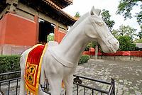 China, Peking (Beijing), im daoistischen Tempel Dongyue Miao, Marmorpferd