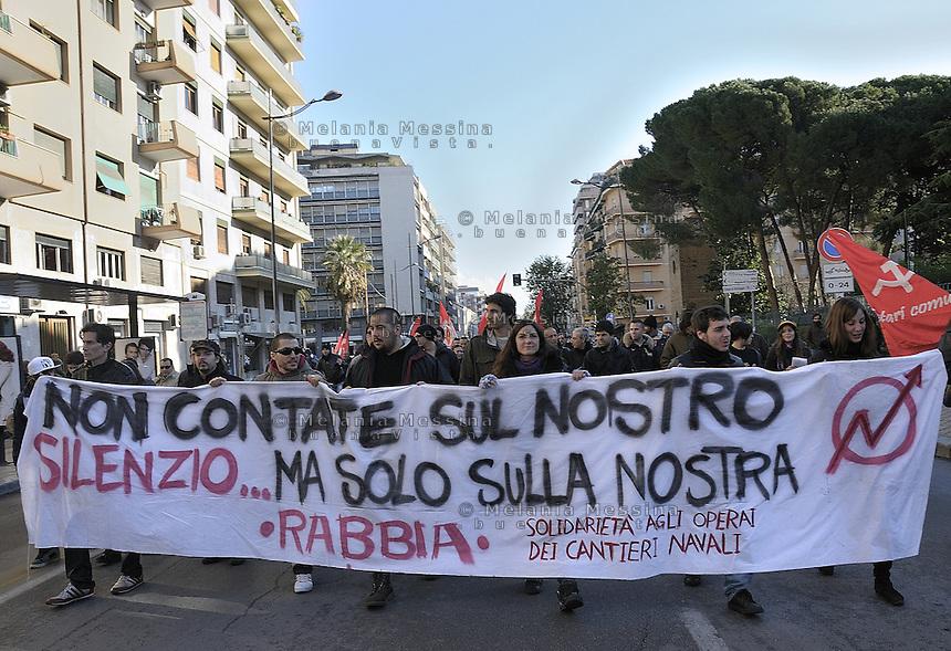 solidarity to the strike of shipyards workers in Palermo..Solidali studenti e centri sociali alla protesta degli operai della Fincantieri di Palermo