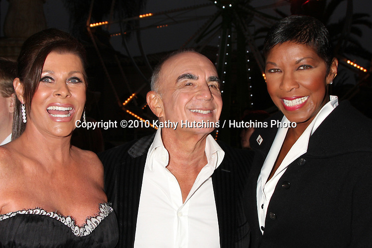 LOS ANGELES - SEP 11:  Linell & Robert Shapiro & Natalie Cole  attends The Brent Shapiro Foundation For Alcohol and Drug Awareness Summer Spectacular 2010 Event at Private Estate on September 11, 2010 in Beverly Hills, CA