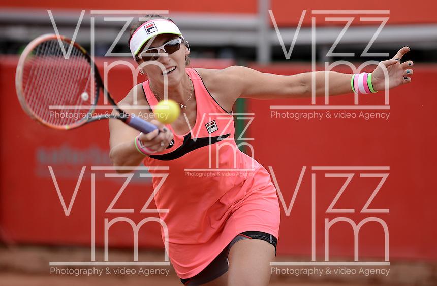 BOGOTÁ -COLOMBIA. 19-04-2015. Yaroslava SHVEDOVA (KAZ) en acción durante el encuentro con Teliana PEREIRA (BRA) por la final del Claro Open Colsanitas WTA 2015 disputado en el club El rancho de la ciudad de Bogota hoy 19 de abril de 2015./ Yaroslava SHVEDOVA (KAZ) in action during the match with Teliana PEREIRA (BRA) for the final of Claro Open Colsanitas WTA 2015 played at El Rancho Clud court in Bogotá, Colombia today 19 April of 2015. Photo: VizzorImage/ Gabriel Aponte / Staff