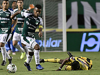PALMIRA - COLOMBIA, 17-09-2019: Darwin Andrade del Cali disputa el balón con Yhorman Hurtado de Alianza durante partido entre Deportivo Cali y Alianza Petrolera por la fecha 11 de la Liga Águila II 2019 jugado en el estadio Deportivo Cali de la ciudad de Palmira. / Darwin Andrade of Cali vies for the ball with Yhorman Hurtado of Alianza during match between Deportivo Cali and Alianza Petrolera for the date 11 as part Aguila League II 2019 played at Deportivo Cali stadium in Palmira city. Photo: VizzorImage / Gabriel Aponte / Staff
