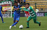 BOGOTÁ - COLOMBIA, 13-10-2019:Stalin Motta(Der.) jugador de La Equidad  disputa el balón con Marcelino Carreazo (Izq.) jugador del Once Caldas durante partido por la fecha 17 de la Liga Águila II 2019 jugado en el estadio Metropolitano de Techo de la ciudad de Bogotá. /Stalin Motta (R) player of La Equidad fights the ball  against of Marcelino Carreazo (L) player of Once Caldas during the match for the date 17th of the Liga Aguila II 2019 played at the Metropolitano de Techo  stadium in Bogota city. Photo: VizzorImage / Felipe Caicedo / Staff.