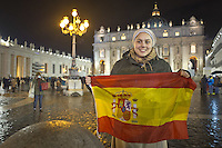 Una pellegrina americana presente in piazza San Pietro dopo la fumata nera attendeva l'elezione di Omalley Primo giorno di coclave per eleggere il successore di San Pietro. Marzo 13, 2013. Photo: Adamo Di Loreto/BuenaVista*photo