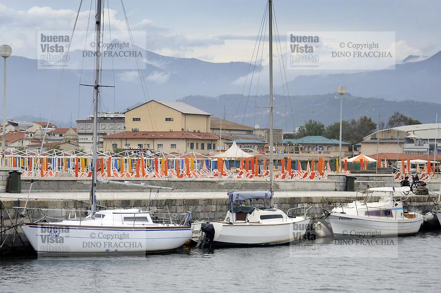 - Viareggio (Toscana), localit&agrave; balneare, porto-canale Burlamacca<br /> <br /> - Viareggio (Tuscany), seaside resort, Burlamacca harbor-channel