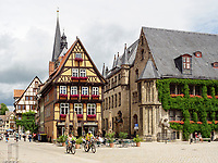 Markt mit Fachwerkh&auml;usern und Rathaus, Quedlinburg, Sachsen-Anhalt, Deutschland, Europa, UNESCO-Weltkulturerbe<br /> townhall and halftimbered houses at Markt sqare in Quedlinburg, Saxony-Anhalt, Germany, Europe, UNESCO World Heritage