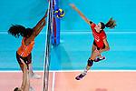 25.08.2018, …VB Arena, Bremen<br />Volleyball, LŠ&auml;nderspiel / Laenderspiel, Deutschland vs. Niederlande<br /><br />Block Celeste Plak (#4 NED) - Angriff Melanie Schšlzel / Schoelzel (#14 GER)<br /><br />  Foto &copy; nordphoto / Kurth