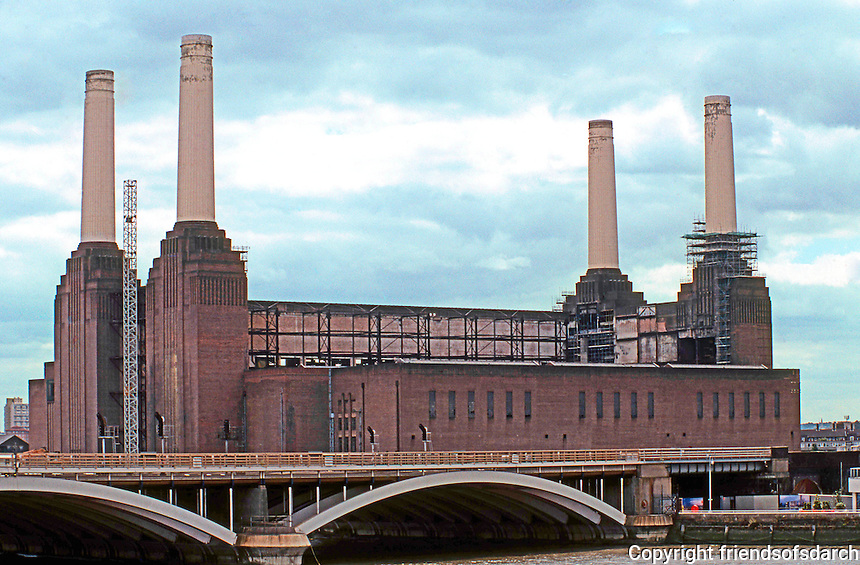 London: Battersea Power Station, 2005. Scheduled for redevelopment 2006-2008.  Photo 2006.