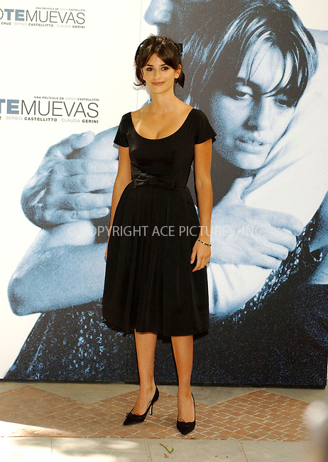 Penelope Cruz at a photocall to promote Italian Film 'Non ti muovere' at the Santo Mauro Hotel, in Madrid, 15 September 2004...FAMOUS.PICTURES AND FEATURES AGENCY.tel  +44 (0) 20 7731 9333.fax +44 (0) 20 7731 9330.e-mail info@famous.uk.com.www.famous.uk.com.FAM13548