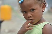 Moradores en Boca de Cach&oacute;n viejo critican que las casas otorgadas por el gobierno para su reubicaci&oacute;n no correspondan al tama&ntilde;o y la calidad de sus antiguas moradas, mientras que otros piden sean incluidos en la repartici&oacute;n.<br /> Fotos: Carmen Su&aacute;rez/acento.com.do<br /> Fecha: 23/05/2014