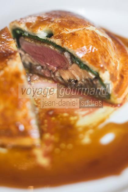 Europe/France/Provence-Alpes-Côte d'Azur/Vaucluse/Isle-sur-la-Sorgue: Pithiviers de pigeon aux cèpes et foie gras recette de Patrick Fischnaller  du restaurant:Le Vivier
