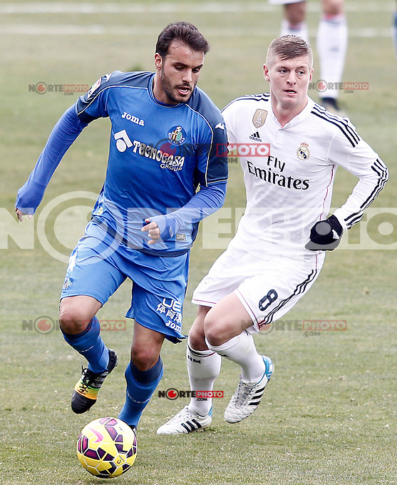 Getafe's Pedro Leon (l) and Real Madrid's Toni Kroos during La Liga match.January 18,2013. (ALTERPHOTOS/Acero) /NortePhoto<br />
