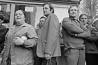 - Polonia, Settembre 1978, uscita degli operai da una fabbrica nella città di Wroclaw (Breslavia)<br /> <br /> - Poland, September 1978, workers' exit from a factory in the Wroclaw (Breslau) town