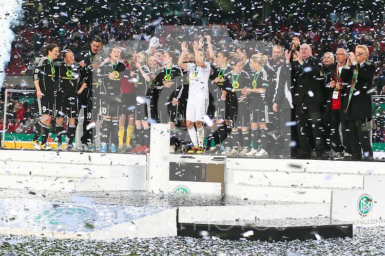 26.03.2011,  Rhein Energie Stadion, Koeln, GER, DFB Pokal der Frauen, 1. FFC Frankfurt vs Turbine Potsdam, Finale, im Bild: Pokalsieger Frankfurt  Foto © nph / Mueller