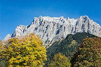Austria, Tyrol, Ehrwald: autumns scene and Zugspitze mountains | Oesterreich, Tirol, Ehrwald: Herbststimmung vorm Zugspitzmassiv